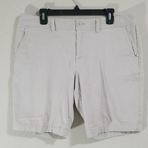 Eddie Bauer slighty curvy fit khaki shorts size 14